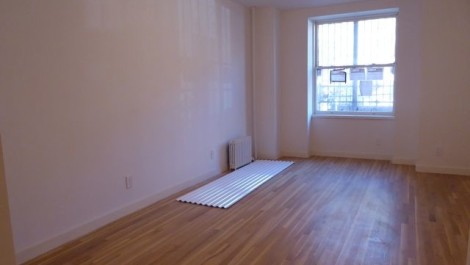 Rare 2 bedroom with EXCLUSIVE GARDEN & Laundry in the Unit!!